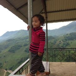 Enfant sur son pilier