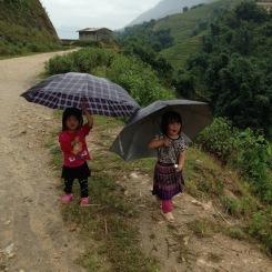 Les petites filles au parapluie