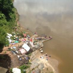 Lessive sur la rivière