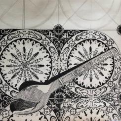 Cuillère sur carrelage, dessin au stylo noir, 2017